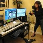Lia of Alien Tribe singing